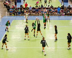 Juego de voleibol en una cancha de 50-50