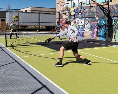 Un juego de pickleball en unas canchas de deportes de SnapSports.