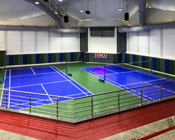 Dos canchas de voleibol con pisos de ReActive.