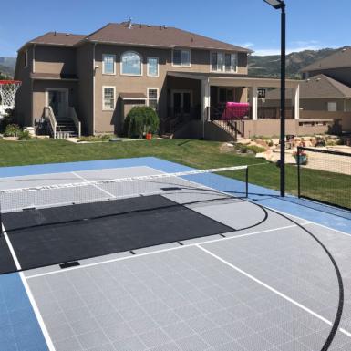 Cancha de usos multiples en un patio trasero 60 pies por 30 pies