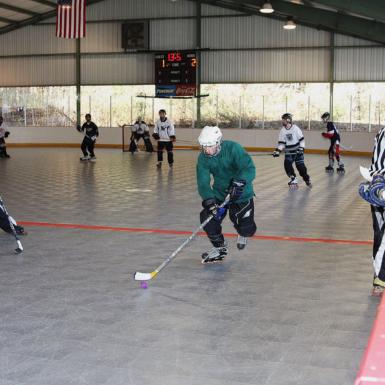 Jugadores de hockey bajo techo