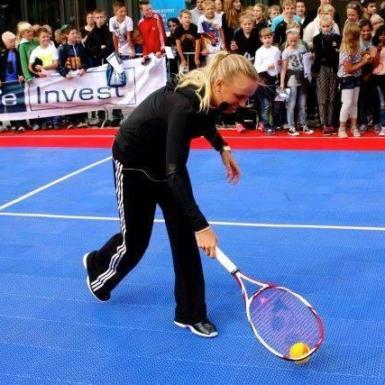 La estrella del tenis profesional danesa Caroline Wozniacki