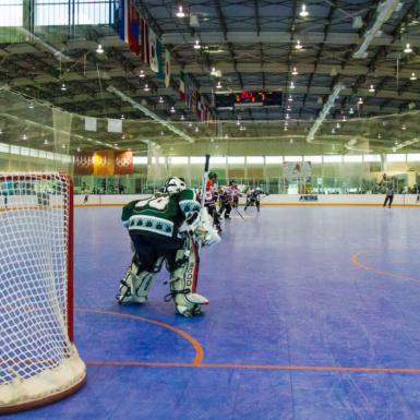 Pista de hockey interior azul