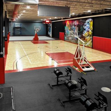 Cancha de baloncesto interior y otros deportes arca y rojo