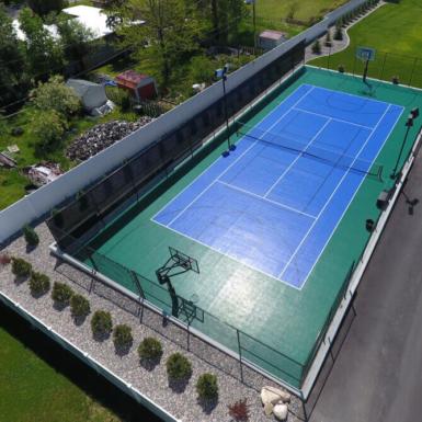 Cancha de tenis y usas multiples