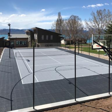 Cancha deportiva junto al lago en Utah